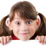 Naše dítě má odstáté uši. Co dělat