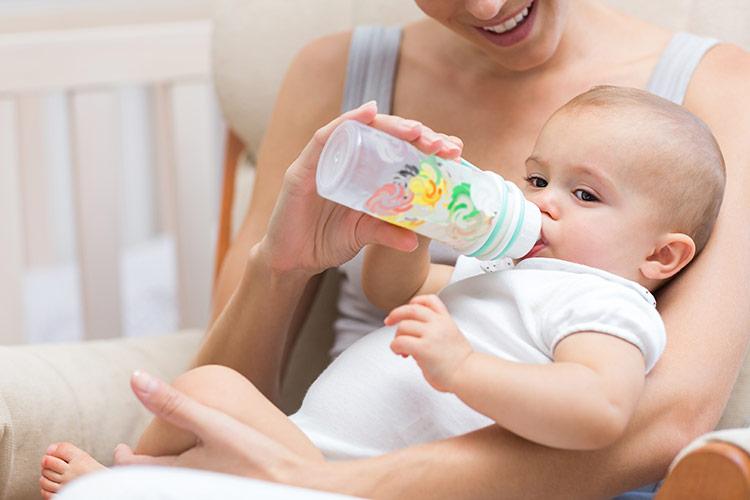 Kojenecké umělé mléko | Foto: Shutterstock