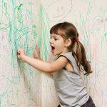 Naše dítě rádo maluje po zdech