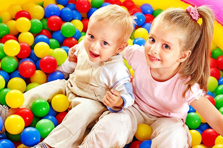 Hraní v dětském koutku | Foto: Shutterstock