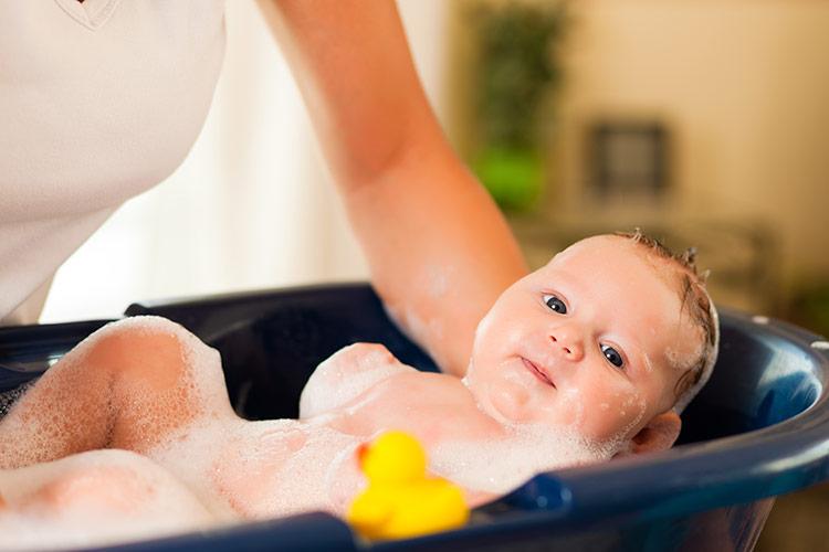Koupání miminka | Foto: Shutterstock