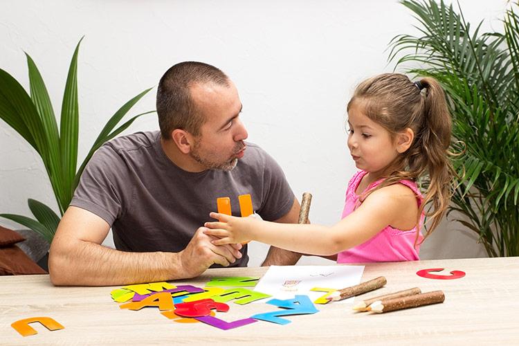 Dítě na logopedii | Foto: Shutterstock
