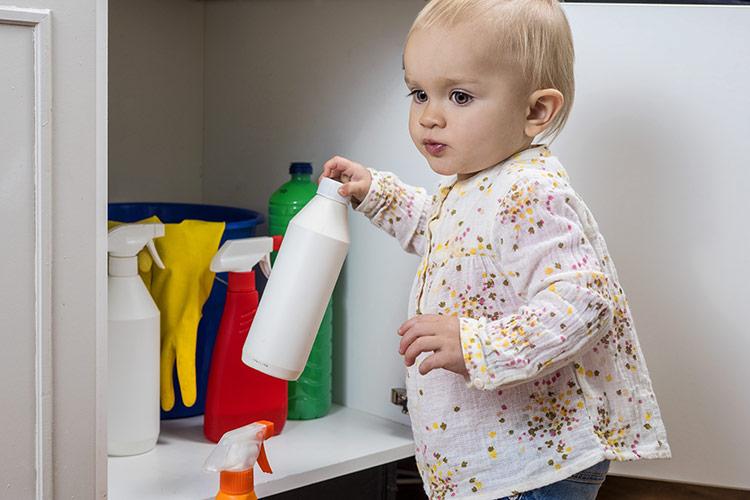 Nebezpečí otravy u dětí | Foto: Shutterstock